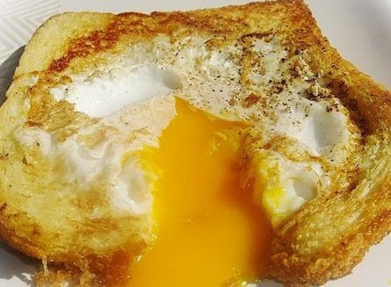 Ekmekli Yumurta